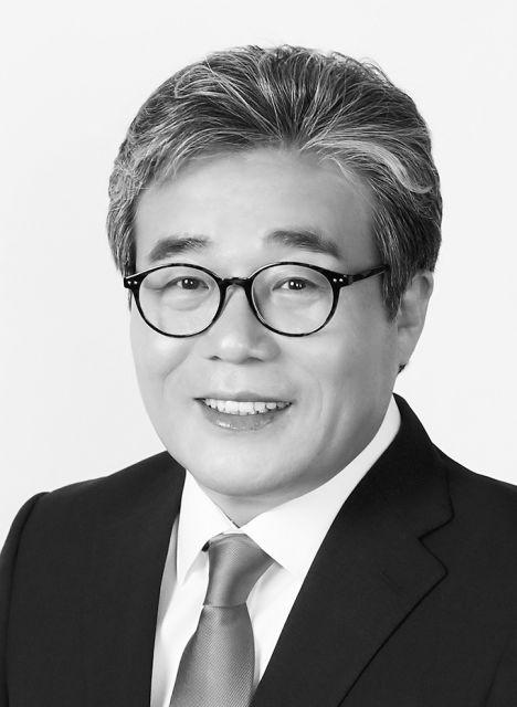 이병훈 프로필 사진_흑백.jpg
