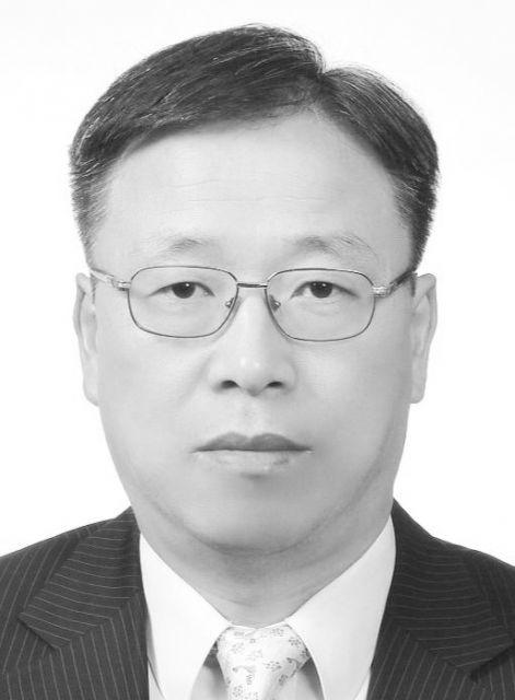 김희태 프로필 사진_흑백 .jpg